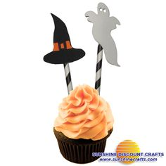 Paper Straw Halloween Cupcake Toppers - These easy to make toppers will make ordinary cupcakes festive for any Halloween party!  Great craft for kids!