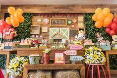 Mesa decorada da festa fazendinha