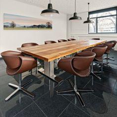 Hand-picked by our design team: Little Perillo | PT 552 von Martin Ballendat für Züco Little Perillo begeistert durch seine skulpturale Wirkung. Facettenreich und wandlungsfähig. Als hochwertiges Kunst(stoff)objekt mit Beinen aus poliertem Aluminium oder farbpassend lackiert. Mit Tellerfuss oder Fusskreuz. Oder als natürliche Schönheit in der Leder- und Stoffversion mit Holzbeinen. #interiordesign #architecture #interior #decor #homedecor #interiors #furniture #creative #homedesign… Home Design, Aluminium, Creative, Interiordesign, Furniture, Home Decor, Timber Wood, Armchair, Leather