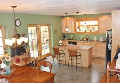 Like New Jim Barna log cabin for sale in Buck Mountain in Mountainview Estates close to West Jefferson, NC Timber Frame Home Plans, Timber Frame Homes, Cabin Style Homes, Log Homes, Old World Furniture, Antique Furniture, Log Cabins For Sale, Kitchen Design, Kitchen Decor