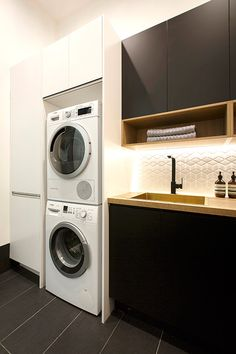 Looking for your perfect laundry room design? Check out Darren Palmer's top laundry design tips for the perfect mix of fashion and functionality. Pantry Laundry Room, Laundry In Bathroom, Laundry Tips, Downstairs Bathroom, European Laundry, Bulthaup Kitchen, Modern Laundry Rooms, Boffi, Laundry Room Inspiration