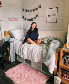 Discover recipes, home ideas, style inspiration and other ideas to try. College Bedroom Decor, Room Ideas Bedroom, College Dorm Rooms, Girl Dorm Decor, College Dorm Storage, Dorm Room Closet, Girl College Dorms, College Dorm Essentials, Dorm Room Bedding