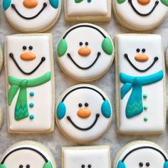christmas cookies royal icing Weihnachtspltzchen Snowmen for days! Design by my personal hero jillfcs Everything she does is perfection Christmas Sugar Cookies, Christmas Sweets, Christmas Cooking, Holiday Cookies, Snowman Cookies, Decorated Christmas Cookies, Decorated Cookies, Christmas Recipes, Christmas Cakes