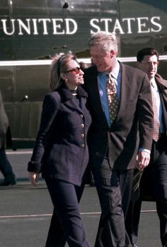 President Bill Clinton and First Lady Hillary Clinton leave the presidential helicopter in Buffalo New York 06 October and head for Hartford...