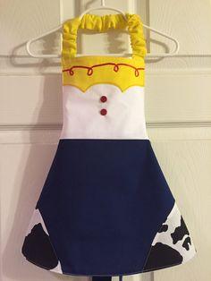 apron for disney toy story Princess Aprons, Disney Princess Dresses, Disney Outfits, Sewing Aprons, Sewing Clothes, Diy Clothes, Dress Up Aprons, Dress Up Outfits, Sewing Projects For Kids