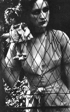 Isabelle Weingarten. photo by Manfredi Bellati, Italian Vogue, 1973.