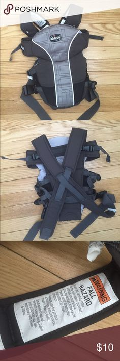 Chicco infant carrier Chicco infant carrier for babies 7.5-25 lbs. this infant carrier worked great for me and my little baby girls! My husband also enjoyed using it! In good condition 💛 chicco Other