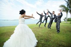 22 Craziest and Most Creative Wedding Photos Ever A creative take on the traditional wedding photo.A creative take on the traditional wedding photo. Funny Wedding Photography, Funny Wedding Photos, Wedding Images, Wedding Pictures, Wedding Styles, Photography Ideas, Graduation Photography, Photography Lighting, Bridal Photography