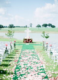 cross and flowers from Christian Texas wedding http://www.trendybride.net/christian-texas-real-wedding/