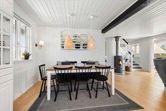 Miete Ferienhaus BV197 in Per Knoldsvej 6, Blaavand Danish Interior, Interior Design, Cottage House, Nest Design, Home Interior Design, Interior Designing, Home Decor, Interiors, Design Interiors