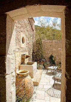 Would love a small courtyard as well as a garden *sigh* so greedy.