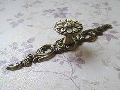 Dresser Drawer Knobs Pulls Handles Flower / Kitchen Cabinet Knobs Pull Handle Hardware / Antique Brass Vintage Furniture Knob Back Plate D35