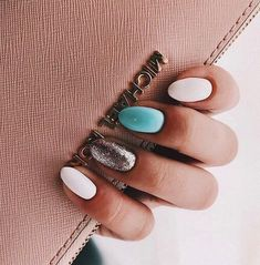 The advantage of the gel is that it allows you to enjoy your French manicure for a long time. There are four different ways to make a French manicure on gel nails. Cute Acrylic Nails, Cute Nails, Pretty Nails, Short Nail Designs, Nagel Gel, Nail Manicure, Manicures, Perfect Nails, Nail Polish Colors