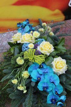 Center Table, Funeral, Advent, Flower Arrangements, Christmas Decorations, Flowers, Plants, Floral Arrangements, Plant
