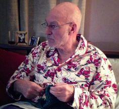 Knitting Patterns Men Sir Patrick Stewart knitting in Santa pajamas. Perfect man is perfect. Knitting Humor, Crochet Humor, Knit Or Crochet, Knitting Projects, Knitting Patterns, Knitting Ideas, Patrick Stewart, Knit Art, Manualidades