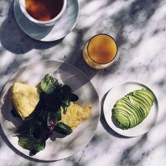 Yes Please !  #breakfast #avotoast by carolinereceveurlucas