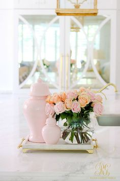 How Japanese Interior Layout Could Boost Your Dwelling How To Decorate With Ginger Jars And Where To Find Them - Randi Garrett Design Spring Home, Autumn Home, Decoration Table, Tray Decor, Tiny Beach House, Pink Ginger, Kitchen Island Decor, Velvet Pumpkins, Ginger Jars