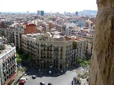 We went here often during my residency en España. I remember a lot of pidgeons there. Barceloneta Beach, Places Ive Been, Places To Visit, Paradise Places, Best Tourist Destinations, Roman City, Spanish Architecture, Barcelona Spain, Small World