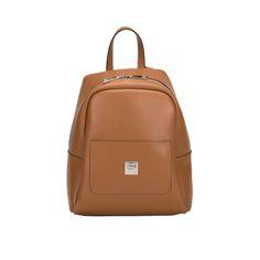 Τσάντα μοντέρνα , ξεχωριστή ,εντάσσεται εύκολα σε κάθε σύνολο και προσθέτει λάμψη, άνεση και πρακτικότητα. Τα backpacks παραμένουν στο προσκήνιο της μόδας.