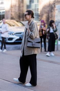 the Best Street Style Photos From Australian Fashion Week Street Style Outfits, Look Street Style, Mode Outfits, Fashion Outfits, Fashion Trends, Fashion Fashion, Fashion Poses, Daily Fashion, Everyday Fashion