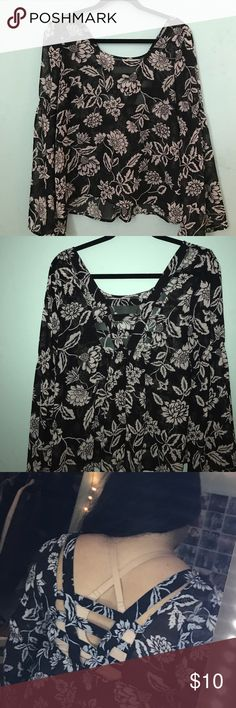 Flower black and white top Super flowy with wider style sleeves Blu Pepper Tops Blouses