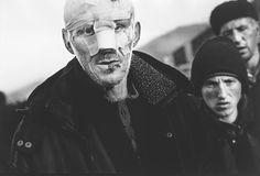 Kosovo War. 町の大通りを歩くコソボとアルバニアの難民。 World press photo of the year 1999