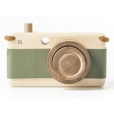 Loden Wooden Zoom Camera (980.390 IDR) ❤ liked on Polyvore featuring extra