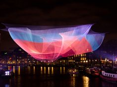 Praga se llena de luz y color con la tercera edición del festival SIGNAL http://www.designboom.es/arte/praga-se-llena-de-luz-y-color-con-la-tercera-edicion-del-festival-signal-10-14-2015/