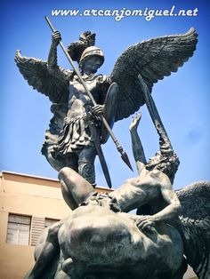 St Michael, Saint Michael Statue, Angel Sculpture, Sculpture Art, Sculptures, Guerrero Tattoo, Archangel Michael Tattoo, Archangel Prayers, Angel Tattoo Designs