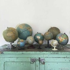 Vintage globe on display table Globe Vintage, Vintage Vignettes, Flea Market Style, Map Globe, World Globes, Travel Themes, Cartography, Abandoned Places, Old Things