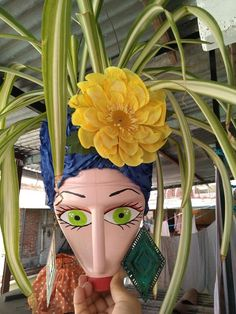 Plastic Bottle Planter, Plastic Bottle Flowers, Plastic Bottle Crafts, Recycle Plastic Bottles, Soda Bottle Crafts, Glass Bottle Crafts, Clay Flower Pots, Painted Flower Pots, African Wall Art