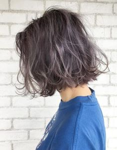 19 Most Amazing Blue Black Hair Color Looks of 2019 - Style My Hairs Dark Brown Hair With Blonde Highlights, Silver Blonde, Hair Inspo, Hair Inspiration, Natural Hair Styles, Short Hair Styles, Very Short Haircuts, Hair Color Balayage, Grunge Hair