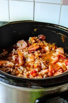 Love this easy jambalaya you just throw in the crockpot and let it do its thing! This recipe includes a shelf-stable rice that's added in towards the end, but she has instructions for using regular long grain rice, too. Delicious Crockpot Recipes, Crockpot Dishes, Slow Cooker Recipes, Slow Cooker Jambalaya, One Pot Dinners, Shrimp And Rice, Dump Meals, Create A Recipe, Homemade Soup