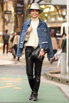 fedora + denim jacket + turtleneck + easy pants + sneakers