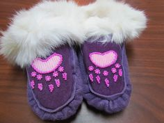 NATIVE AMERICAN BEAR CLAW WHITE FUR CUFF KIDO MOCCASINS 6 1/2 INCHES LONG