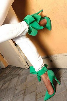 Aminah Abdul Jillil Green Bow Pumps Spring Summer 2014 #Shoes #Heels #SS2014