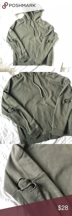 🐢F21 Men's Cutout Elbow Hoodie Sage green color. The elbows are cut out. Front pouch pocket. Forever 21 Shirts Sweatshirts & Hoodies