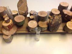 Houtschijfjes op plank nieten,basis voor bloemwerk Des:Paul Boerrigter