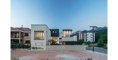 진관동주택: 제이에이치와이 건축사사무소의 모던 주택