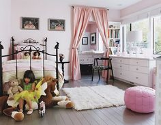 Love curtain over room entry. So cute... The dolls on the bed are a little creepy though
