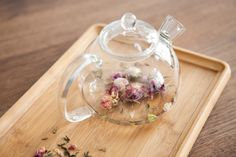 A glass teapot for traditional tea ceremonies by Paper and Tea in Berlin.