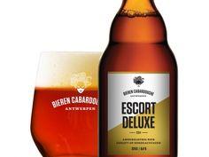 Amberkleurig bier, gerijpt op bordeauxvaten 32 IBE - 50 EBC - 8.4%vol    Escort Deluxe zorgt voor warm gezelschap in koude dagen. De rijping op bordeauxvaten geeft het bier een mooie houttoets en licht zuurtje. Eenmalig gebrouwen najaar 2014. Kijk nu al uit naar editie 2015! •Bier van hoge gisting met hergisting op fles, gerijpt op vaten •Ingrediënten: water, gerstemout, haver, hop, gist en rode pepers •Volgens ons recept gebrouwen door brouwerij Pirlot in Zandhoven