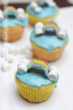 rainbow cupcakes for Parshas Noach!