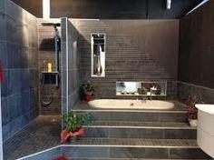 Baignoire et douche derrière meuble vasque  Déco - Salle de bains ...