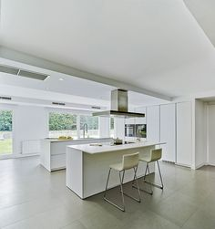 Favorecer la interacción entre las personas ha sido uno de los objetivos de Docrys Cocinas a la hora de proyectar este espacio, donde cocina y comedor comparten una estancia amplia y luminosa