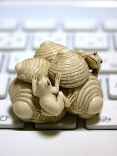 frogs on shells netsuke