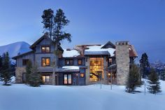 This fabulous contemporary mountain retreat was designed by the talented design team of Locati Architects, nestled in the Spanish Peaks of Big Sky, Montana. Modern Rustic Homes, Modern Cottage, Rustic Contemporary, Modern Farmhouse, Farmhouse Plans, Rustic Houses Exterior, Cottage Exterior, Bergen, Rocky Mountains