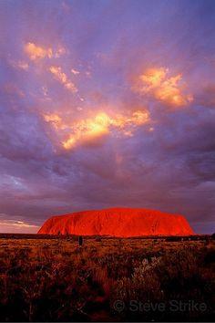 Uluru Sunset, Australia, also known as Ayer's Rock, turns brilliant Red at Sunset. Australia Map, Outback Australia, Queensland Australia, Beautiful Sunset, Beautiful World, Beautiful Places, Great Barrier Reef Australia, Places To Travel, Places To See