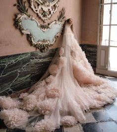"Monique Lhuillier on Instagram: ""Dreamer 🌸🌸🌸 #moniquelhuillier #mlbride #weddingwednesday"" Garden Wedding Dresses, Wedding Dress Trends, Bohemian Wedding Dresses, Bridal Dresses, Monique Lhuillier, Wedding Tumblr, Different Wedding Dresses, Grooms Party, Rock Garden Design"