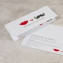 Speelse typografiekaart met lip en snor | Tadaaz #uitnodiging #huwelijk